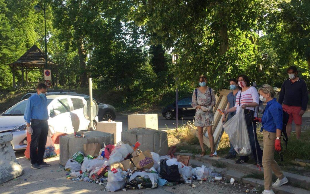 Propreté: les habitants s'organisent pour suppléer les manquements de la Ville de Paris